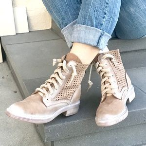 DOLCE VITA Leather lace up ANKLE boots 9 tan brown